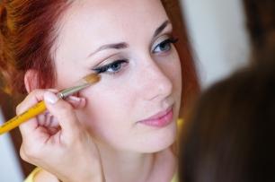Mariage d'Irina aux Pins Penchés à Toulon. Maquillage sophistiqué glamour bronze. Wedding Photographer : Gilles Perbal www.paca-mariages.com
